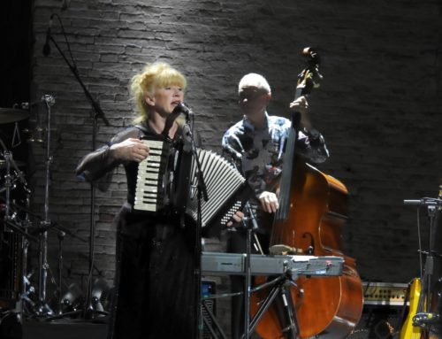 Loreena McKennitt plays a Giulietti accordion